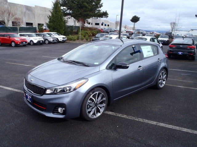new 2017 kia forte sx 4d hatchback near portland kt0505 weston kia. Black Bedroom Furniture Sets. Home Design Ideas